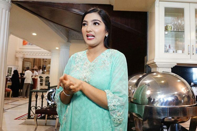 Penyanyi Ashanty Siddik saat diabadikan di kediamannya di kawasan Cinere, Depok, Jawa Barat, Rabu (5/6/2019).