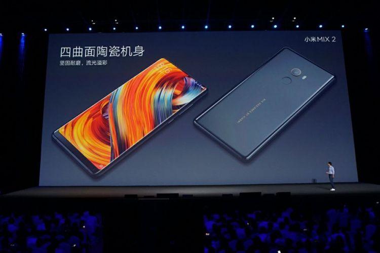Xiaomi resmi memperkenalkan smartphone terbaru tanpa bezel-less Mi Mix 2 di Beijing pada Senin (11/9/2017).