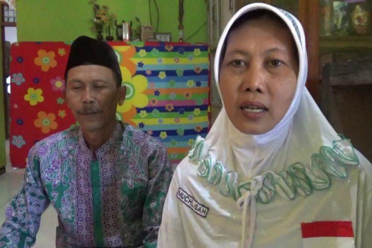 Abdul Chamid dan Mukhlisah, pasangan suami istri asal Jombang, Jawa Timur, bisa berangkat haji berkat menabung dalam celengan bambu.