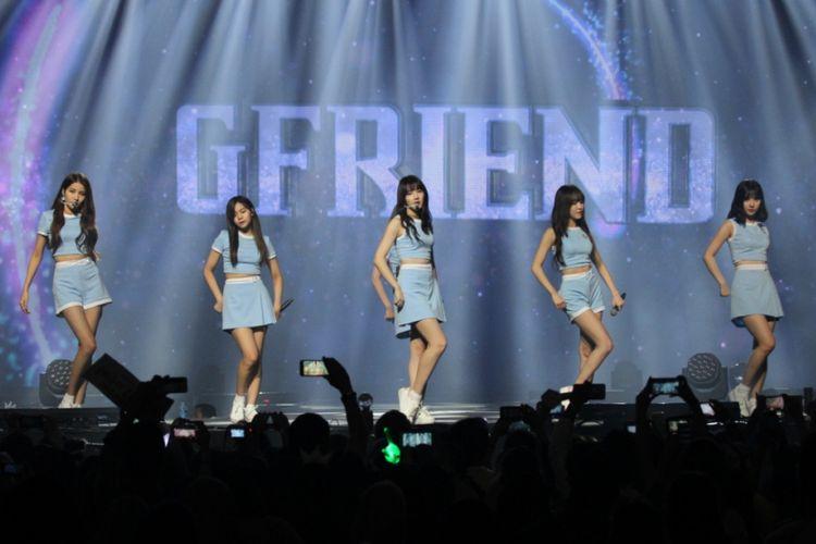 GFriend tampil dalam Music Bank in Jakarta di JIExpo Kemayoran, Jakarta Pusat, Sabtu (2/9/2017) malam.
