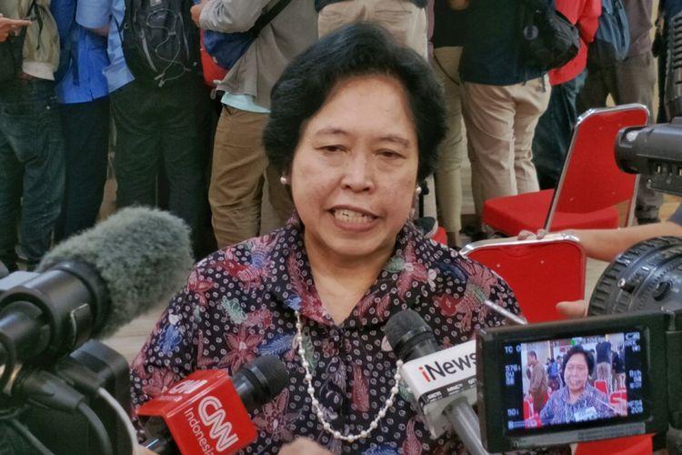 Anggota Tim Panitia Kerja Rancangan Kitab undang-Undang Hukum Pidana (Panja RKUHP) Harkristuti Harkrisnowo saat memberikan keterangan pers di kantor Kementerian Hukum dan HAM, Jakarta Selatan, Rabu (6/6/2018).