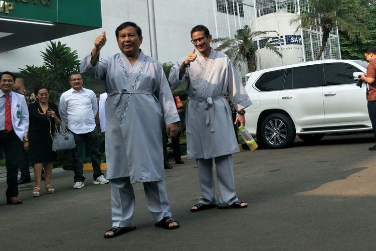 Bakal calon presiden Prabowo Subianto dan wakilnya Sandiaga Uno di RSPAD Gatot Soebroto, Jakarta, Senin (13/8/2018).