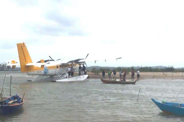 Pesawat Airfast yang membawa delapan penumpang dari Bandara Hang Nadim Batam, tujuan Pulau Bawah Kabupaten Anambas, Kepulauan Riau (Kepri), Sabtu (10/3/2018) sekitar pukul 13.15 WIB melakukan pendaratan darurat.(KOMPAS.COM/ HADI MAULANA)