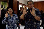 Ani Yudhoyono Sempat Mengacungkan Empat Jari Usai Mencoblos