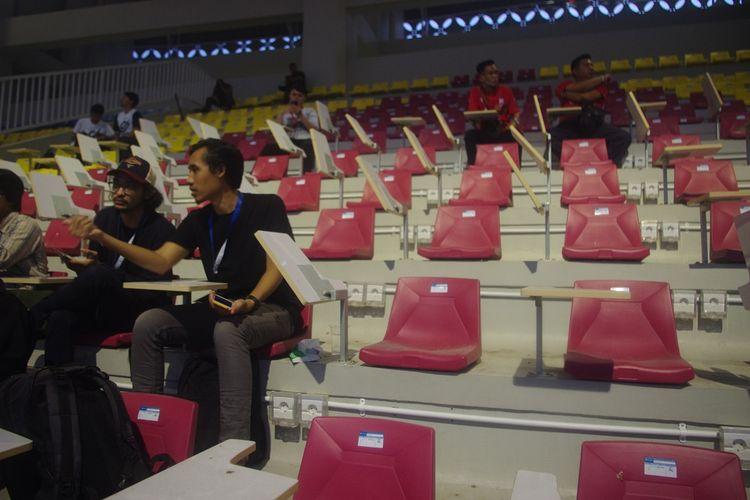 Kursi media di Stadion Manahan