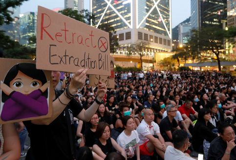 Dapat Protes Keras, Pemerintah Hong Kong Umumkan UU Ekstradisi Ditunda