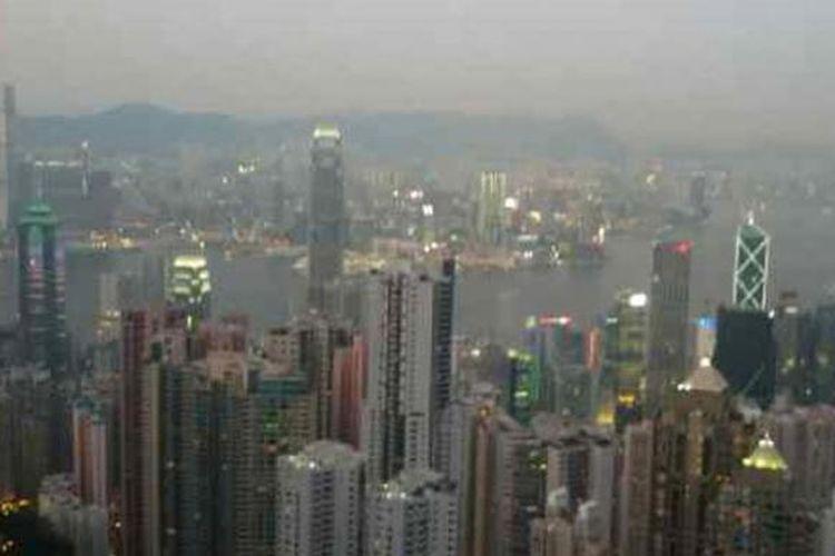Pemandangan dari atas The Peak di Hongkong.