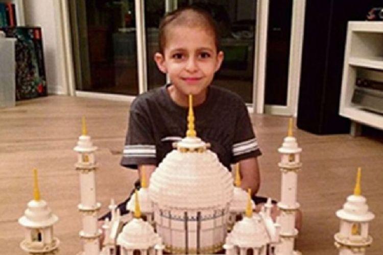 Omer Sayag berusia 8 tahun menyukai blok mainan sebelum dia terkena kanker pada 2014.