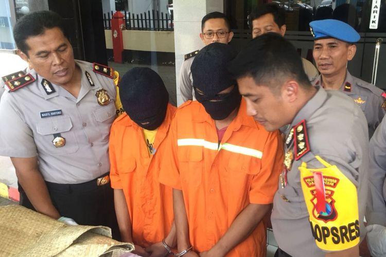 Dua dari empat sekawan pemerkosa gadis di bawah umur diamankan Polres Pelabuhan Tanjung Perak Surabaya.