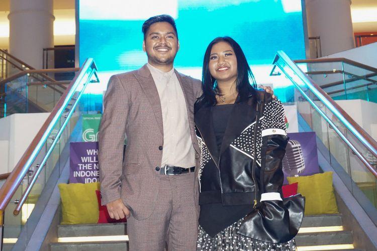 Maria Simorangkir dan Ahmad Abdul dalam jumpa pers Grand Final Indonesian Idol 2018 di Plaza Indonesia, Tanah Abang, Jakarta Pusat, Selasa (10/4/2018).