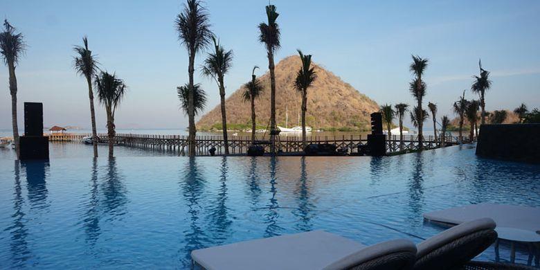 Kolam renang di Ayana Komodo Resort, Pantai Waecicu, Labuan Bajo, Kabupaten Manggarai Barat, Nusa Tenggara Timur, Sabtu (15/9/2018).