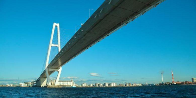 Sejak Oktober 2017 ada cara lain menikmati pemandangan di Nagoya, Jepang, yakni kapal feri yang diberi nama Cruise Nagoya. Anda akan melihat dari dekat jembatan Meito Triton sepanjang 2.628 meter yang digunakan sebagai jalan layang.