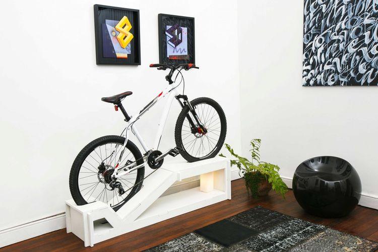 Meja penyimpan sepeda