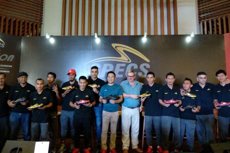 Sejumlah pesepak bola nasional hadir dalam peluncuran varian terbaru sepatu Specs di Terrace Senayan, 4 Juni 2018.