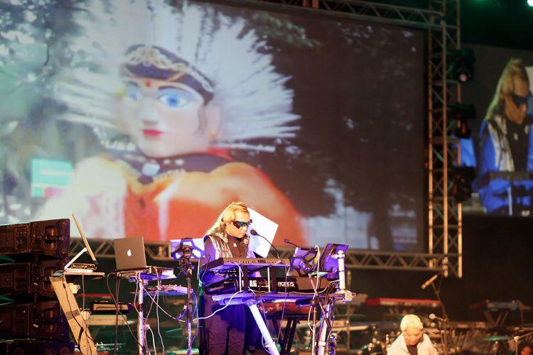 Andi Ayunir tampil dalam pergelaran 100 RPTRA, 100 Kibordis, 1 Juta Penonton di Monas, Jakarta Pusat, Selasa (10/10/2017) malam.