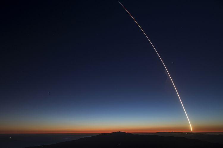 Roket SpaceX Falcon 9 diluncurkan dari Vandenberg Air Force Base membawa satelit SAOCOM 1A dan ITASAT 1 pada 7 Oktober 2018.
