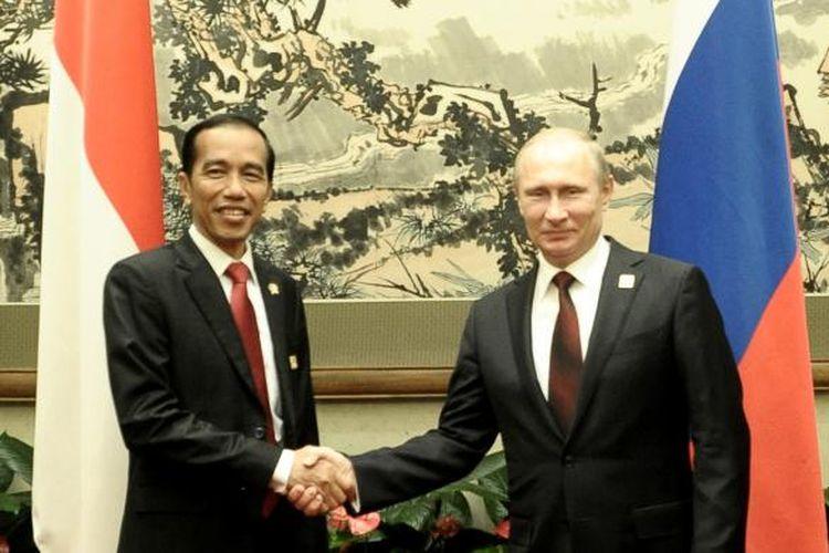 Presiden Jokowi bertemu Presiden Rusia Vladimir Putin, di sela-sela KTT APEC, di Beijing, Senin (10/11/2015).