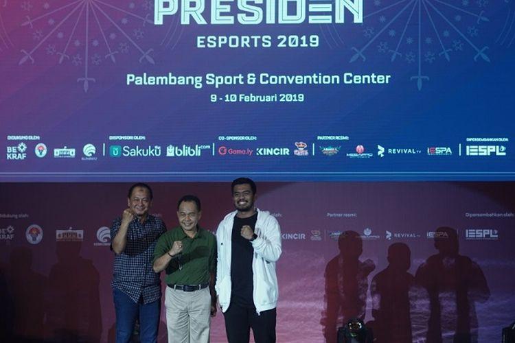 dr. Bayu Rahadian Asdep Kemenpora, Ahmad Yusuf Wibowo Kadispora Provinsi Sumsel, Rangga Danu Prasetyo Vice President IESPL/ Head of Organizing Committee PIala Presiden Esports 2019.