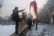 Setengah dari Perempuan Iran Tolak Hukum Keharusan Berhijab