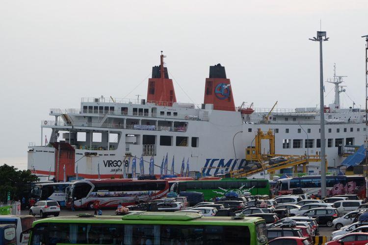 Kondisi Kendaraan Pemudik Yang Akan Menyeberang dari Pelabuhan Merak, Cilegon, Banten Menuju Pelabuhan Bakauheni, Lampung, Jumat (23/6/2017).