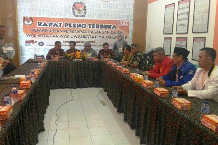 Rapat pelono terbuka penetapan paslon Wali Kota dan Wakil Wali Kota Bima di aula kantor KPU, Senin (12/02/2018)