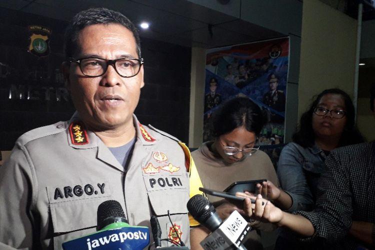 Ketua Tim Media Satgas Antimafia Bola Kombes Argo Yuwono memberikan keterangan kepada awak media di Mapolda Metro Jaya, Jumat (28/12/2018).