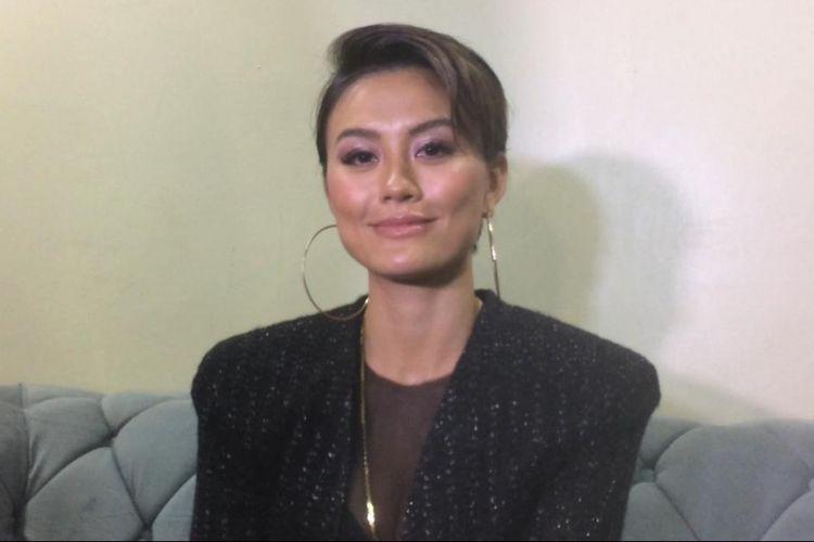 Penyanyi Agnez Mo saat ditemui usai tampil di acara ulang tahun salah satu televisi swasta di JCC, Senayan, Jakarta Pusat, Jumat (11/1/2019).