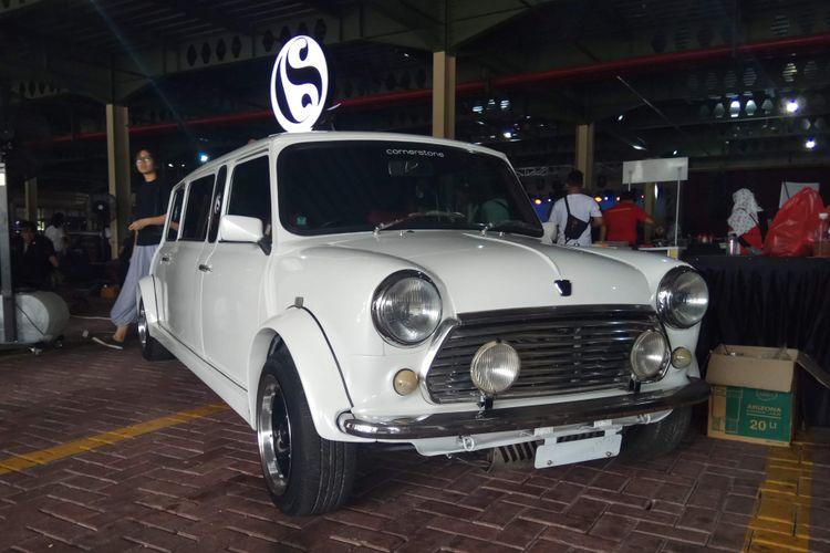 Mini Cooper ?Limousin? milik iyos pada acara Indonesia 1st Mini Day yang digelar di MaxxBox Lippo Karawaci, Tangerang, Banten, Sabtu (9/12/2017).