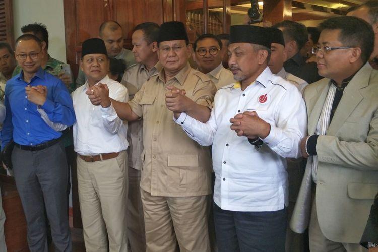 Ketua Umum Partai Gerindra Prabowo Subianto pasangan Mayjen TNI (Purn) Sudrajat dan Ahmad Syaikhu seusai pertemuan di kediaman pribadinya, Jalan Kertanegara, Kebayoran, Jakarta Selatan, Kamis (1/3/2018).