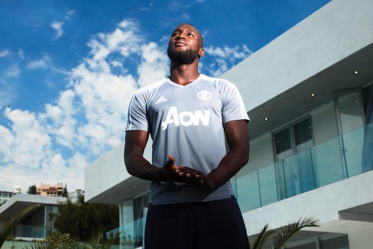 Romelu Lukaku secara resmi bergabung dengan Manchester United terhitung per Senin (10/7/2017).