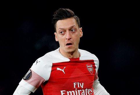 Oezil Enggan Tinggalkan Arsenal