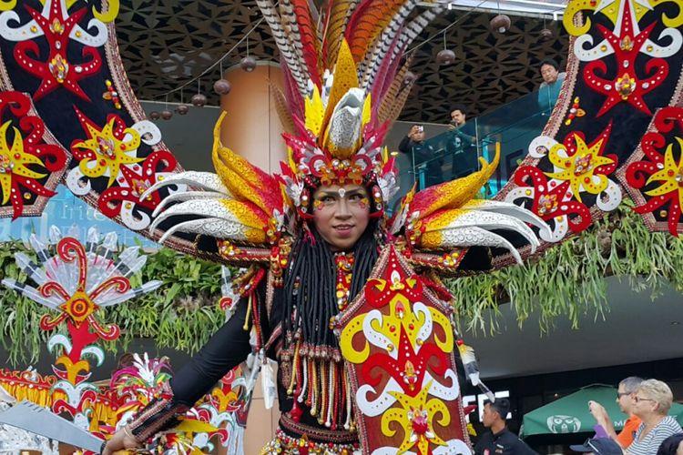 Pertunjukan Jember Fashion Carnaval di Lippo Mall Kuta, Bali, Jumat (29/9/2017).