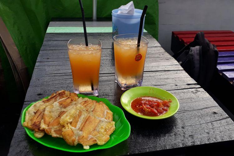 Pisang goreng sanggara peppe produk olahan pisang yang tersedia disetiap tempat yang menyediakan kuliner palopo, misalnya di area jalan lingkar tanjung ringgit, Palopo, Sulawesi Selatan, Minggu (30/12/2018).