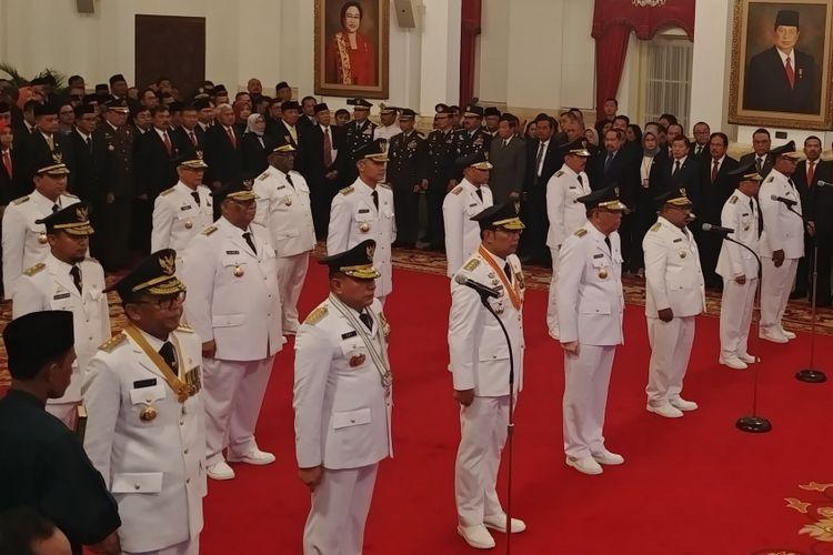 Presiden Joko Widodo resmi melantik sembilan gubernur dan wakil gubernur hasil pilkada serentak 2018. Pelantikan berlangsung di Istana Negara, Jakarta, Rabu (5/9/2018).