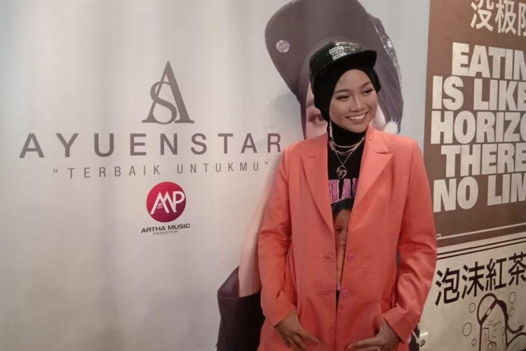 Jebolan ajang Indonesian Idol 2018, Ayu Putrisundari, merilis singel perdana berjudul Terbaik Untukmu di Gandaria City, Jakarta Selatan, Kamis (9/11/2018). Ia juga mengganti nama menjadi Ayuenstar untuk nama panggungnya di industri musik.