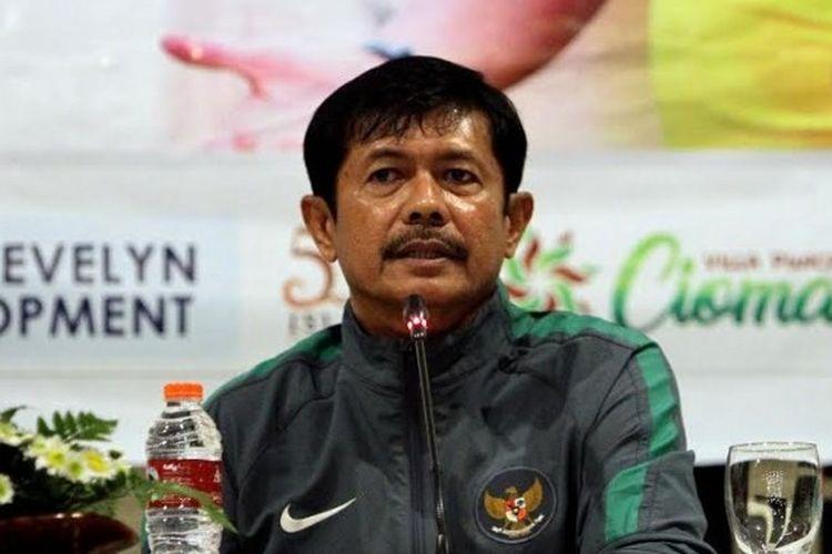 Pelatih timnas U-19, Indra Sjafri dalam jumpa pers pra-laga timnya kontra Malang United di Kota Malang pada Senin (19/6/2017).