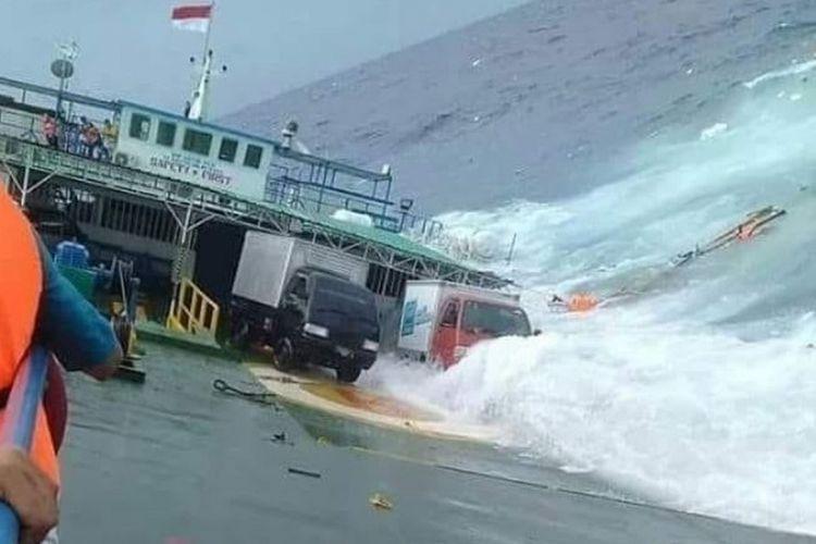 Kapal feri Lestari Maju yang melayani penyeberangan ke Pelabuhan Bira, Kabupaten Bulukumba ke Pelabuhan Pamatata, Kabupaten Selayar, Sulawesi Selatan, dikabarkan tenggelam, Selasa (3/7/2018) siang.