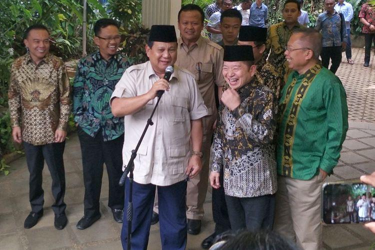 Ketua Umum Partai Gerindra Prabowo Subianto saat bertemu dengan Pelaksana Tugas (Plt) Ketua Umum Partai Persatuan Pembangunan (PPP) Suharso Monoarfa, di kediaman pribadinya, Jalan Kertanegara, Jakarta Selatan, Kamis (15/8/2019).