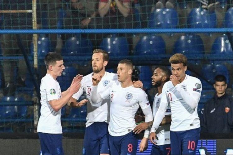 Declan Rice, Harry Kane, Raheem Sterling, dan Dele Alli merayakan gol Ross Barkley pada pertandingan Montenegro vs Inggris di Stadion Podgorica City pada babak kualifikasi Piala Eropa 2020, 25 Maret 2019.