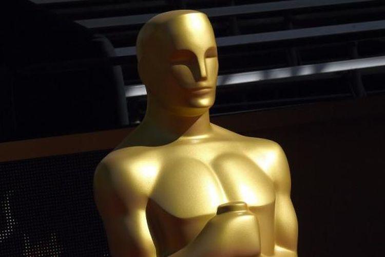 Patung Piala Oscar ditampilkan di karpet merah menjelang penyelenggaraan Academy Awards ke-88 di Hollywood, California, AS, pada 27 Februari 2016.