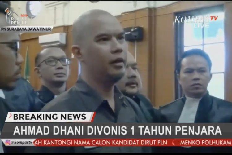 Ahmad Dhani divonis satu tahun penjara dalam sidang putusan kasus pencemaran nama baik di PN Surabaya, Jawa Timur, Selasa (11/6/2019).