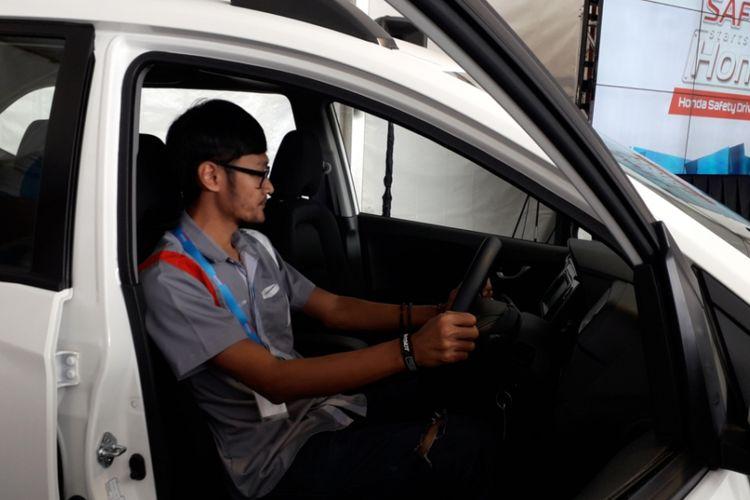 Posisi mengemudi ideal yang dipraktekan saat Honda Safety Driving Clinic di kawasan Sirkuit Sentul, Bogor, Minggu (15/7/2018).
