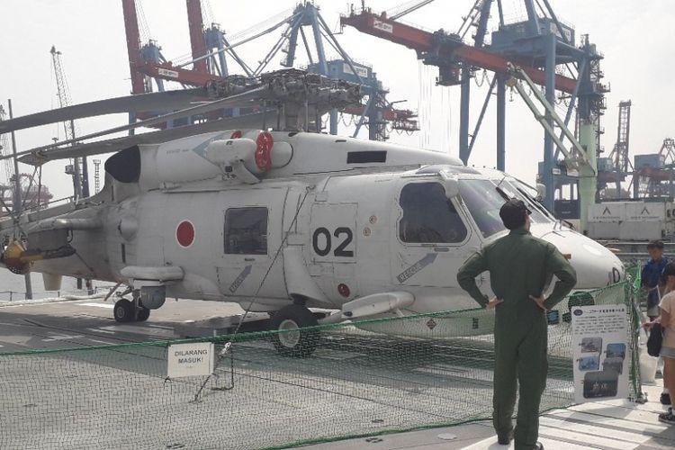 Helikopter rescue yang terparkir di buritan Kapal JS Suzutsuki, Kamis (20/9/2018).