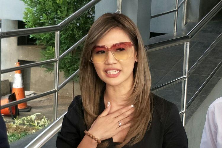 Presenter Asty Ananta membuat laporan ke Polda Metro Jaya, kawasan Semanggi, Jakarta Selatan, Senin (12/8/2019).