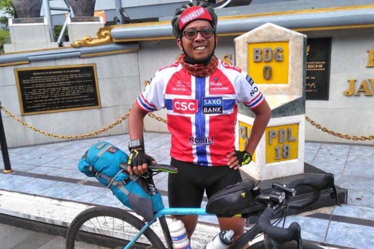 Demi PSS, Pria Ini Rela Bersepeda Sleman-Bogor