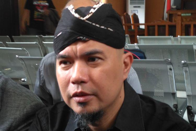 Musisi Ahmad Dhani ketika menghadiri persidangan dirinya terkait ujaran kebencian di Pengadilan Negeri Jakarta Selatan, kawasan Ampera, Jakarta Selatan, Senin (27/8/2018).