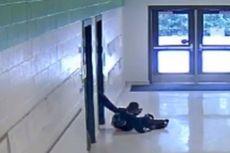 Guru di AS Dipecat karena Menendang Seorang Murid Keluar dari Kelas