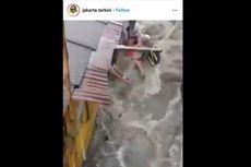 Viral Motor Terseret Banjir Deras di Jatipadang, Begini Ceritanya...