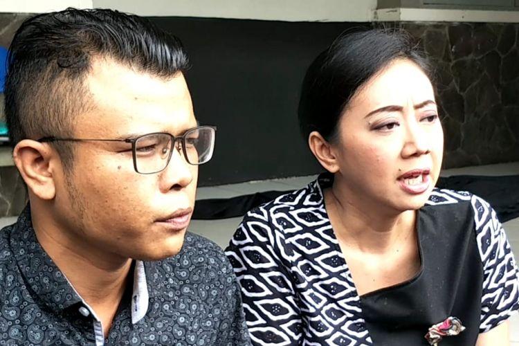 Asri Welas bersama advokat Judika Gultom saat ditemui di Studio Persari, Jagakarsa, Jakarta Selatan, Sabtu (8/12/2018).