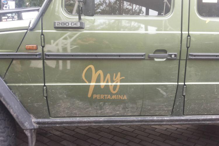 Logo My Pertamina yang terpasang pada mobil-mobil anggota Mercedes Jip Indonesia saat turing Banyuwangi-Bali, 8-12 Desember 2017.